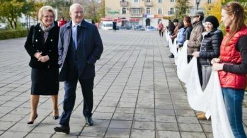 01 1 - В Оренбурге установлен рекорд планеты по пуховязанию