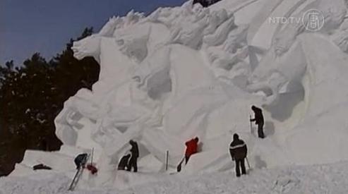 098 8 - Табун лошадей из снега украсил фестиваль в Цзилинь