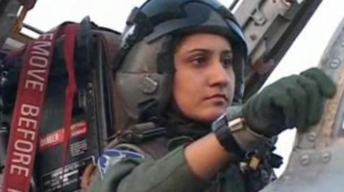 1111111 0 - В Пакистане летчица-истребитель готова к бою