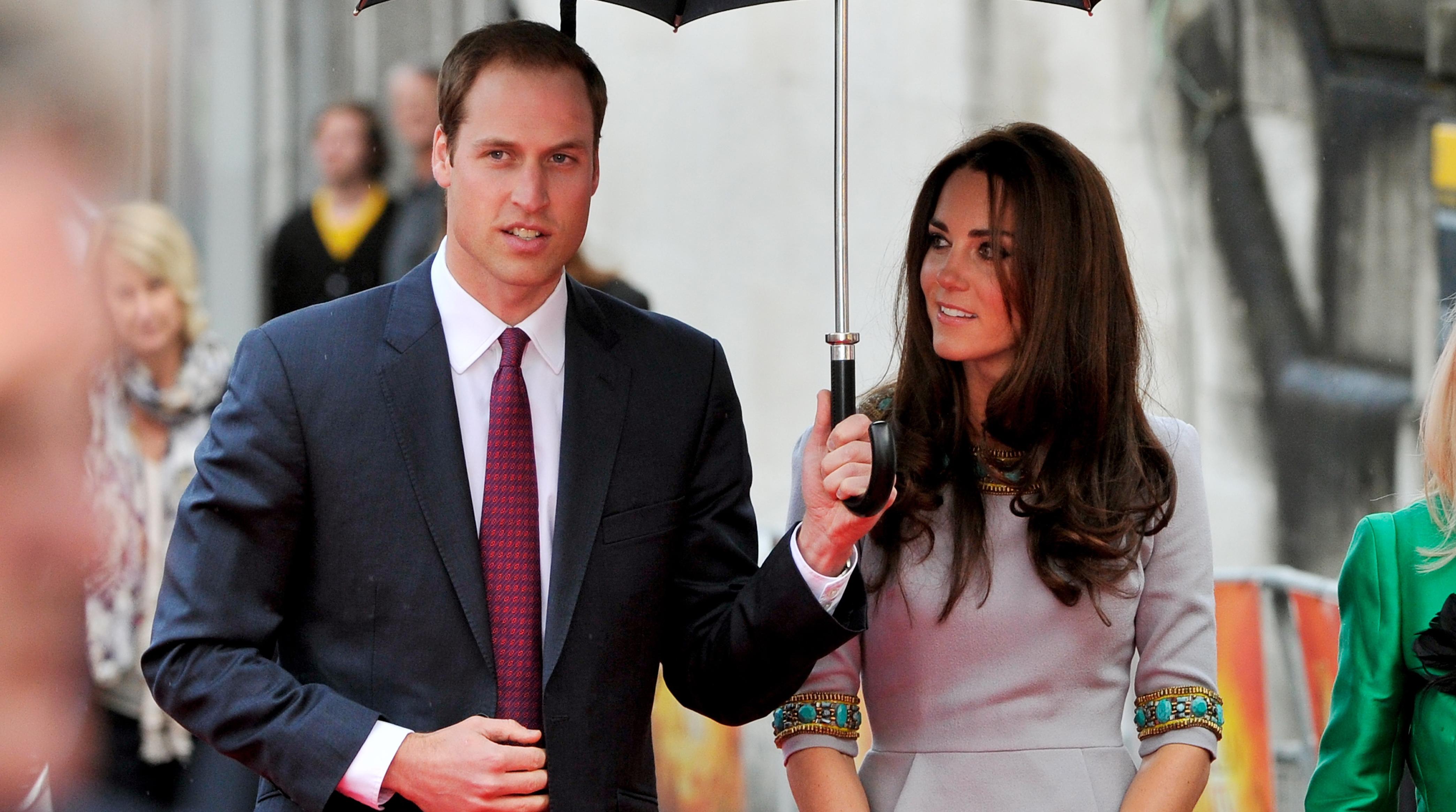 143387141 - Принц Уильям: бабушка выбрала красный китель на свадьбу