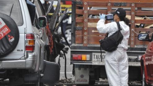 144533228 - В центре Боготы бросили бомбу в машину экс-главы МВД