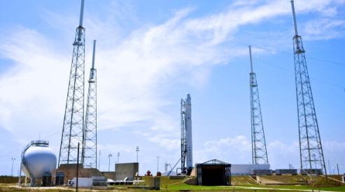 144750067 - Первый частный космический корабль запущен к МКС