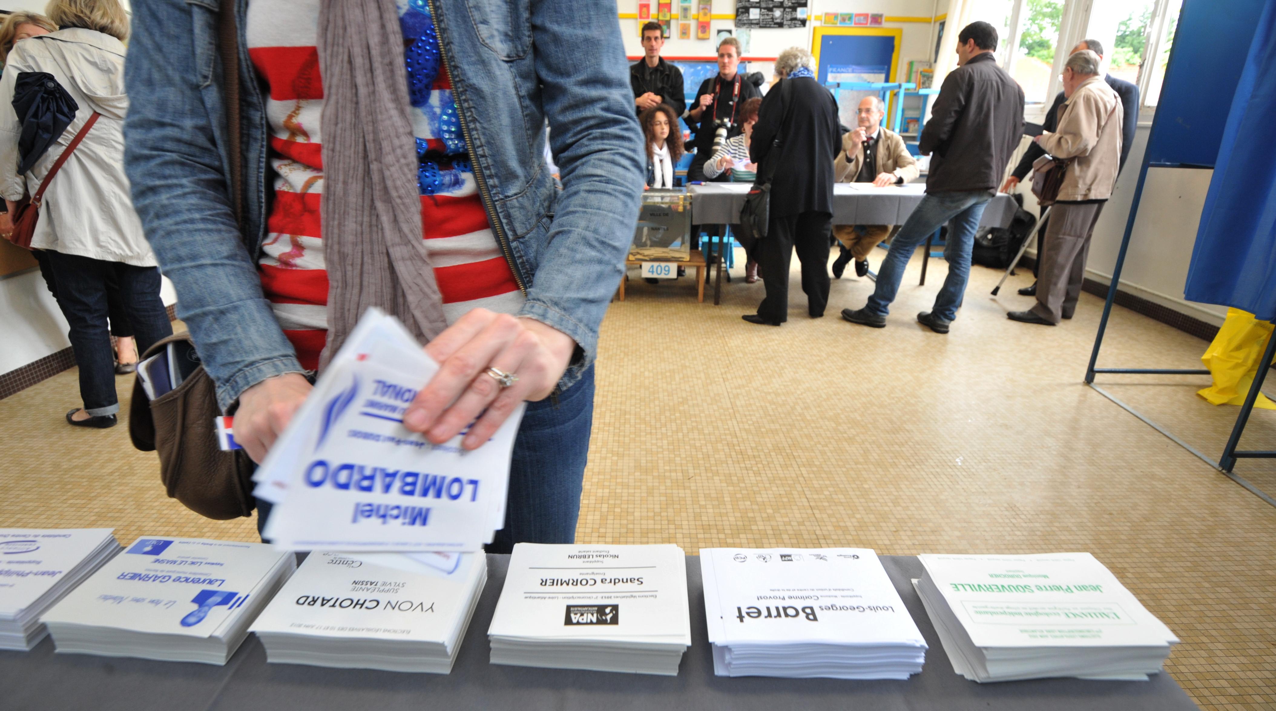 146102983 - Партия Олланда лидирует в первом туре выборов
