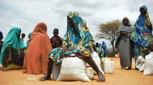148767754 - Вынужденные мигранты в Сомали нуждаются в помощи
