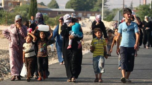 149080792 - У границы Ирака стоят 70 грузовиков с беженцами