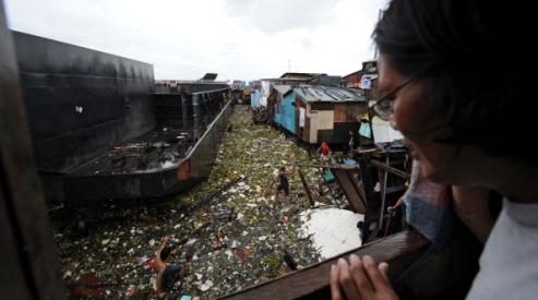 149516428 - Тропический шторм «Саола» обрушился на Манилу