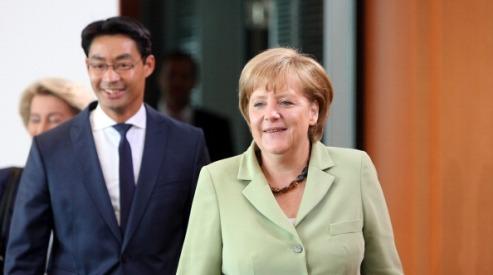 150301856 - Меркель провела первую встречу после каникул