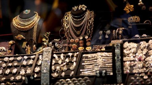 150637216 - В Индии растет спрос на бижутерию