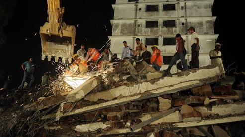 165547496 - В Индии рухнул дом: погибли 35 человек