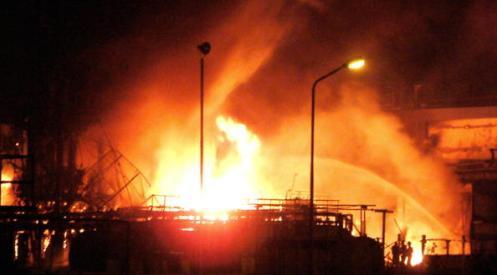 2086300 - При взрыве на заводе в Индии погибло 15 человек
