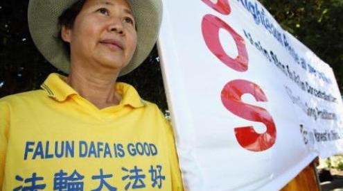 57232693 0 - В Китае 15 000 людей выступили в защиту Фалуньгун