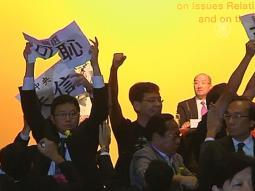 Гонконгцы прервали выступление чиновника из Китая