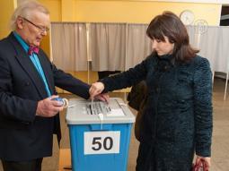 Правящая партия Эстонии сохранила лидерство