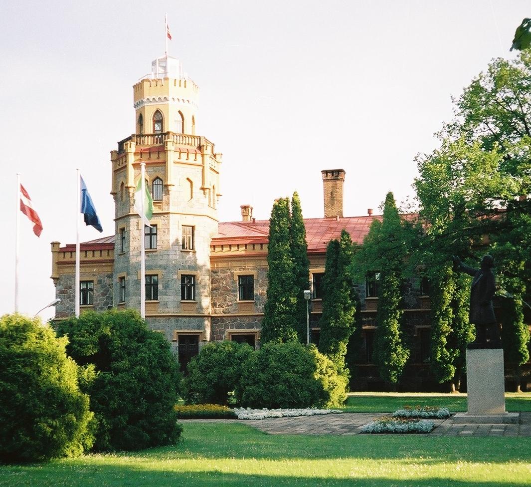 sigulda castle - Недвижимость в Латвии - новые возможности для иностранцев