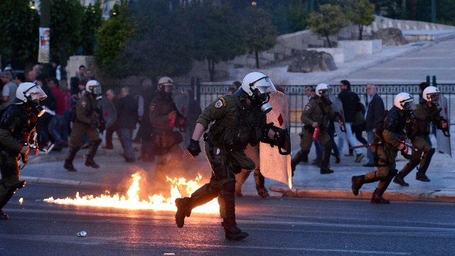 Греция: пакеты реформ приняли на фоне протестов