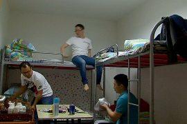 Китайцы всё чаще ночуют в офисах