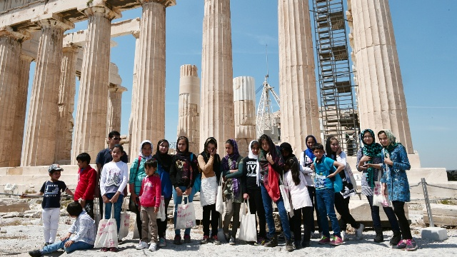Мигранты побывали на экскурсии в афинском Акрополе