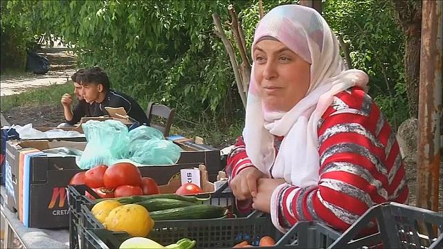 Мигранты вынуждены открывать бизнес в Идомени
