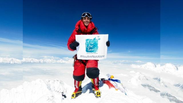 На Эверест вернулись иностранные туристы