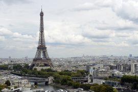 Туристы всё ещё не спешат в Париж после атак