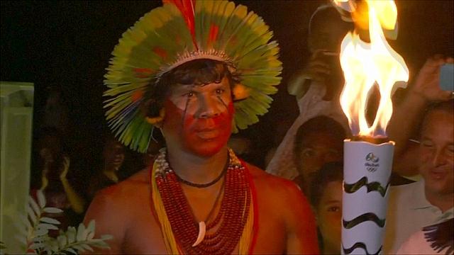 Олимпийский огонь продолжает эстафету по Бразилии