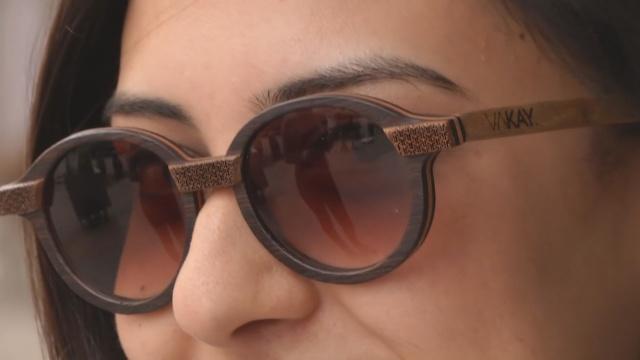 Деревянные очки – новый тренд в Тунисе