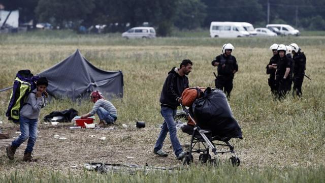 Власти Греции начинают эвакуацию Идомени