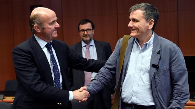 Еврогруппа согласовала помощь Греции