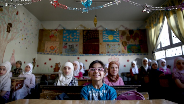 «Потерянному поколению» детей помогут с образованием