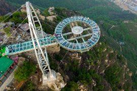 Китай: стеклянная платформа на высоте 400 м
