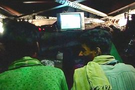 Для бедных Дели открылся кинотеатр под мостом