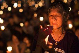 Вечер со свечами в годовщину бойни на Тяньаньмэнь
