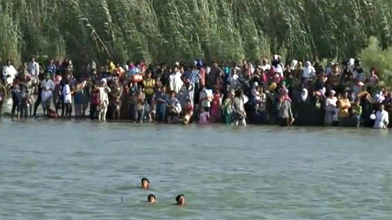 Люди тонут в реке во время бегства из Эль-Фаллуджи