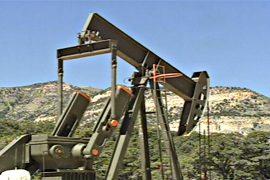 Цены на нефть выросли на фоне падающего доллара