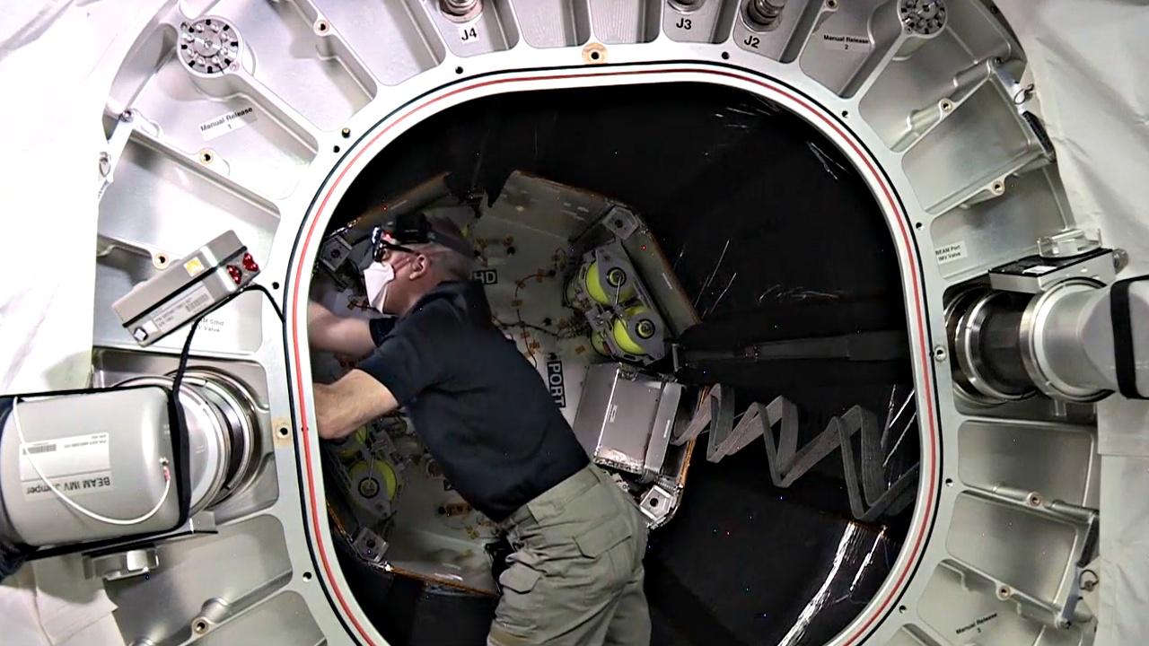 На МКС начали тестировать надувной модуль BEAM