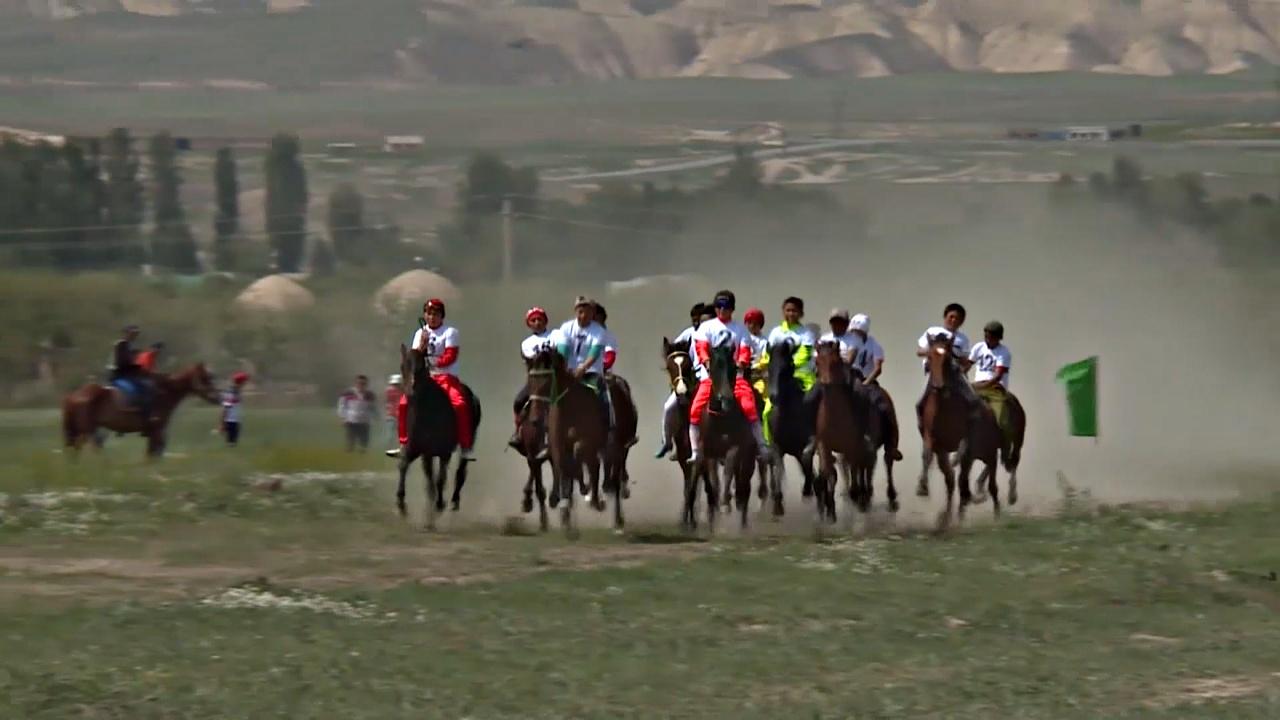 В Кыргызстане прошли ежегодные национальные скачки