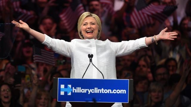 Клинтон объявила о победе над Сандерсом