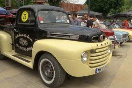 Раритетные авто показали на выставке в Косово