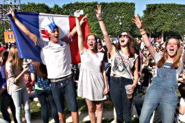 Болельщики собираются в Париже под охраной полиции