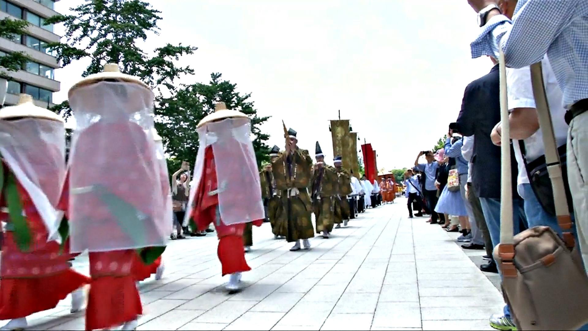 В Токио празднуют древний фестиваль Санно