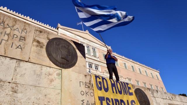 Греки требуют от правительства уйти в отставку