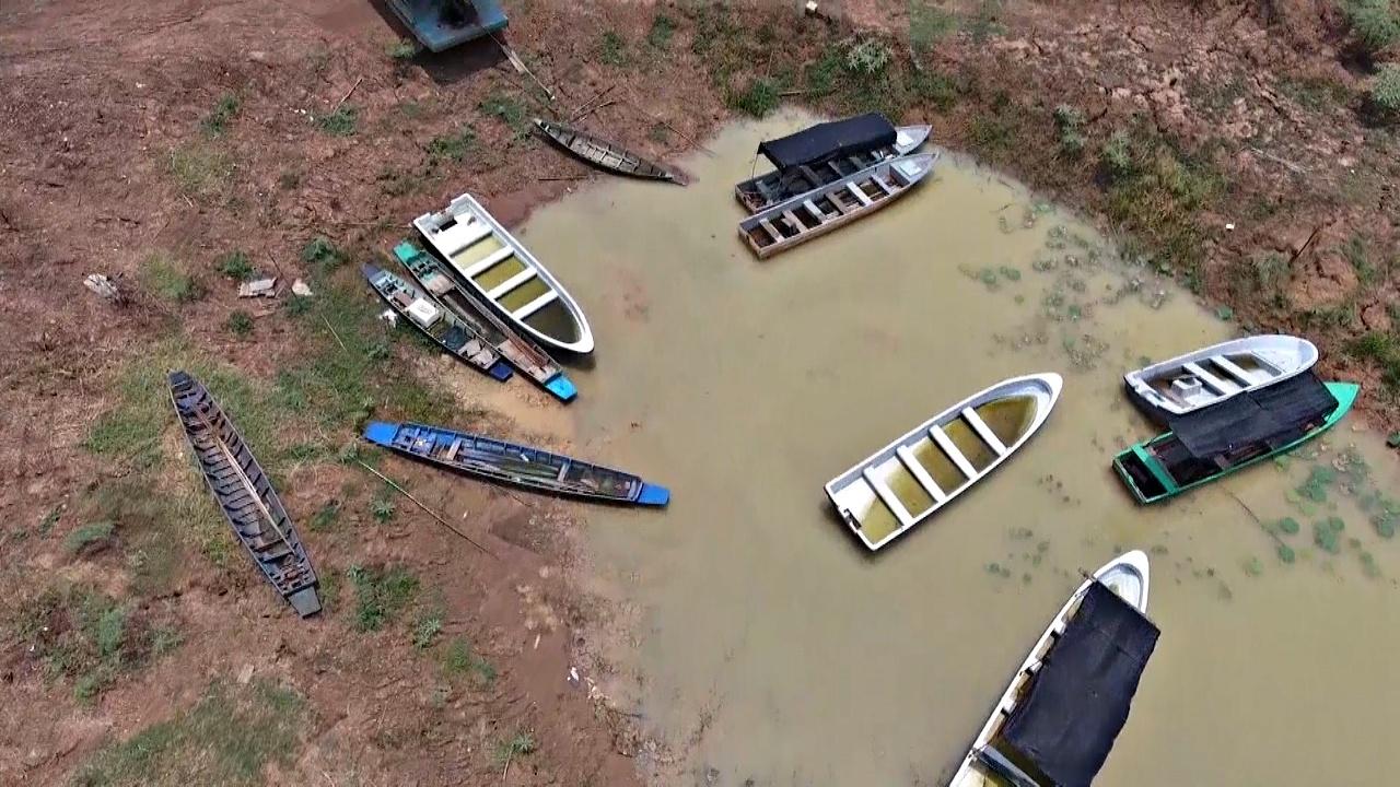 Крупнейшее озеро Таиланда обмелело из-за засухи