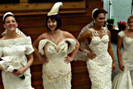 Ньюйоркцев удивили свадебными нарядами из бумаги