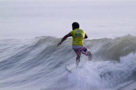 Индийские рыбаки становятся серфингистами