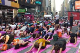 Йога на Таймс-сквер: торжество разума над безумием