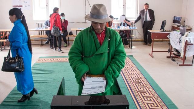 На выборах в Монголии побеждает оппозиция