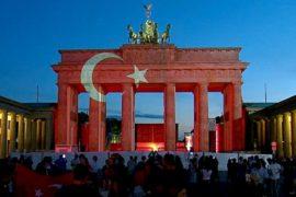 Флаг Турции озарил Бранденбургские ворота