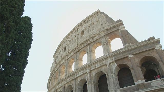 Стены древнеримского Колизея отмыли от грязи