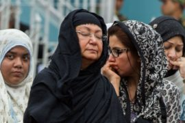 В Дакке поминают жертв пятничного теракта