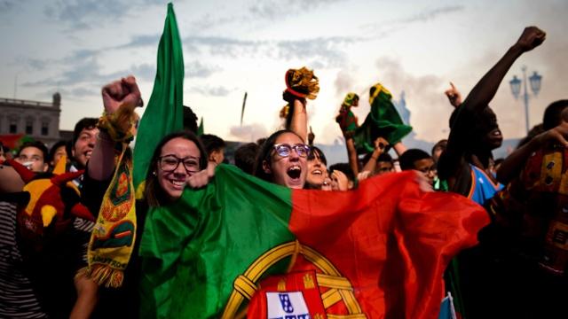 Португальские болельщики ликуют